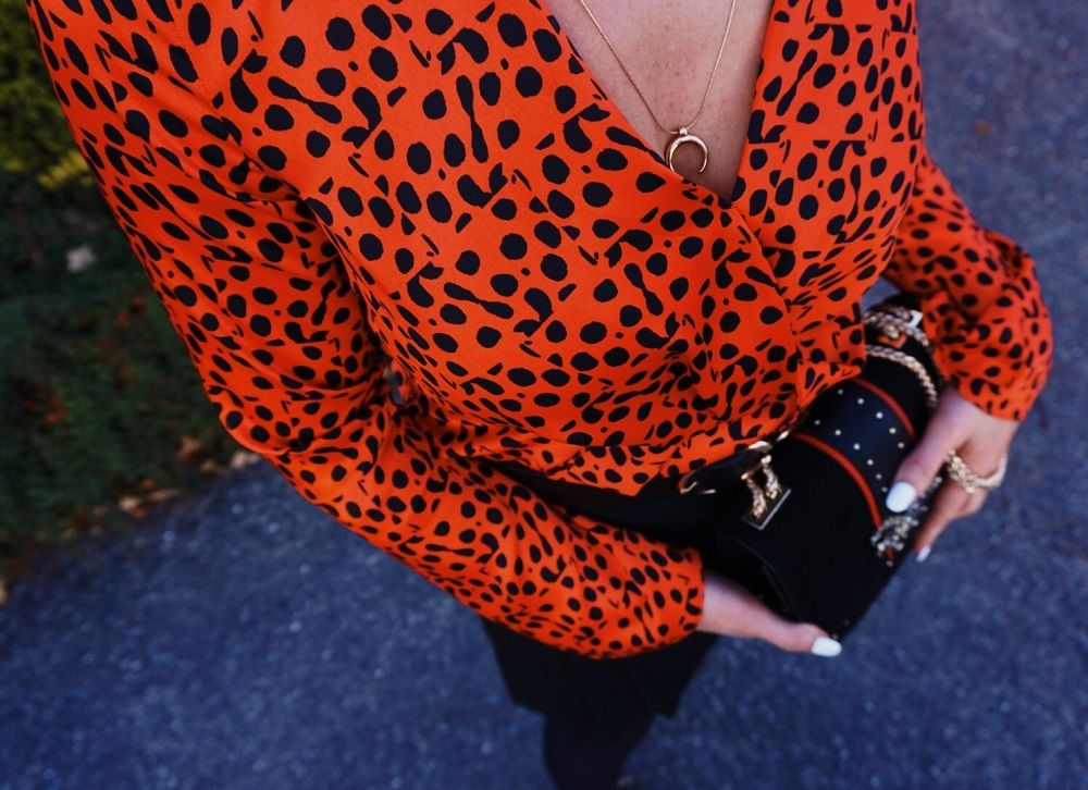 polka dot red top details